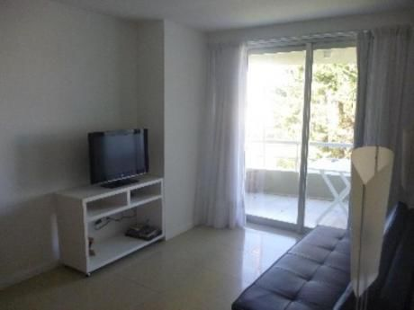 Apartamentos En Playa Mansa: Gya1021a