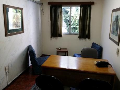 Propiedad Para Empresa 8 Habitaciones, 4 BaÑos, Salas Comunes, Muy Luminosa
