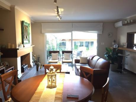 Venta Casa Pocitos 4 Dormitorios Servicio Gge X 2 Y 4 Cocheras(total 6 Autos).