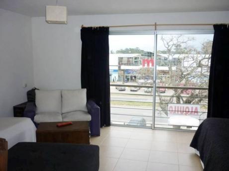 Apartamento Nuevo Al Frente !!
