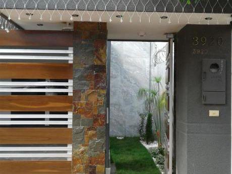 En Anticrético Casa De 2 Plantas En Barrio Las Palmas Entre 3er Y 4to Anillo