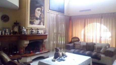 Vendo Residencia Villa Morra.
