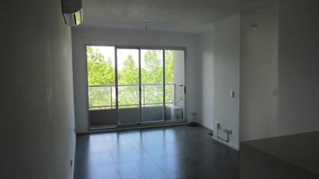 Apartamento En GalerÍa America II, Unidad 305. Dos Dormitorios
