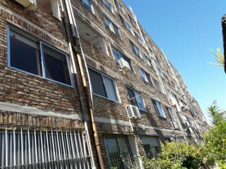 Duplex 2 Dormitorios Buceo Con Garage.