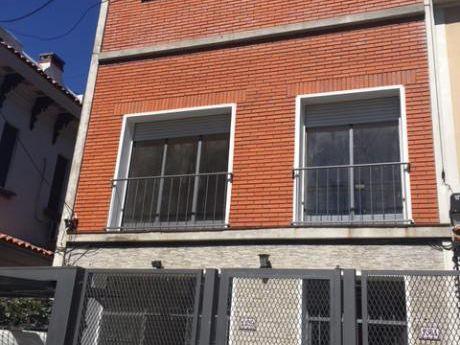 Casa Ideal Para Empresa, Comercio, Oficina, Policlínica Sobre Bvar. Artigas