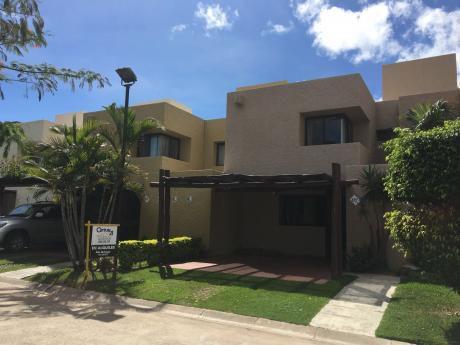 Casa En Alquiler Condominio La Hacienda I, El Refugio