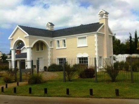 Casa En Alquiler En Barrio Con Seguridad