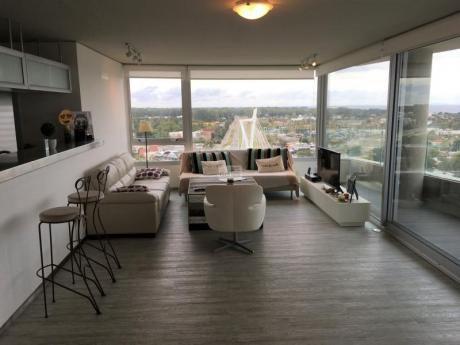 Alquiler De Apartamento En Piso Alto Sobre Av. AmÉricas
