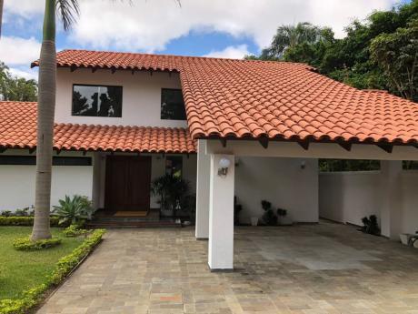 Hermosa Casa Con 800 Mts2 De Terreno En Villa Fraterna!!