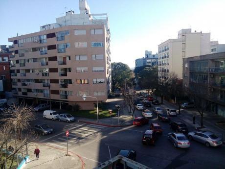 A Pasos De Bulevar Artigas Y Garibaldi.