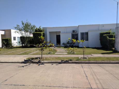 Hermosa Casa En Alquiler En El Urubo
