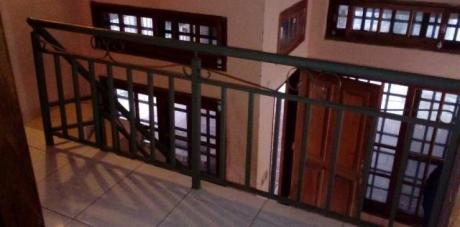 Amplia Casa : 3  Dormitorios