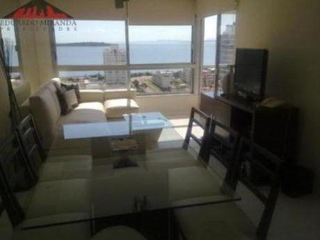 Apartamentos En Playa Mansa: Emp1019a