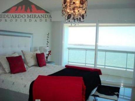 Apartamentos En Playa Mansa: Emp1241a
