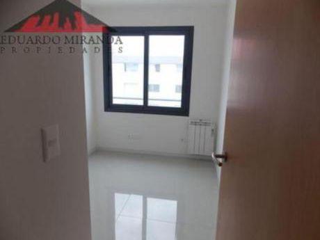 Apartamentos En Maldonado: Emp2382a