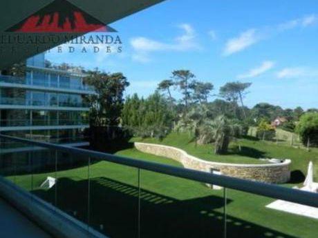 Apartamentos En Playa Brava: Emp2855a