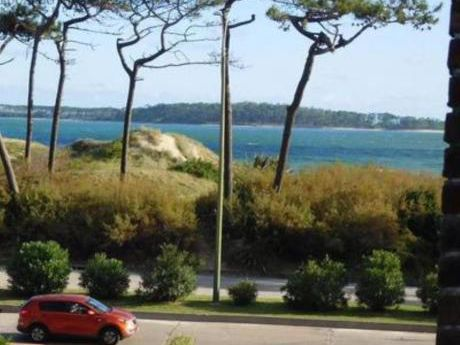 Apartamentos En Playa Mansa: Emp2994a