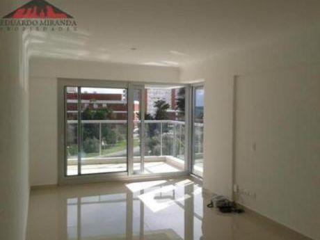 Apartamentos En Playa Mansa: Emp3239a