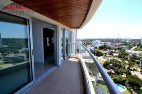 Apartamentos En Playa Brava: Emp3318a