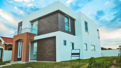Hermosa, Amplia Y Moderna Casa En El Urubó
