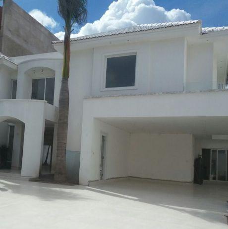 Hermosa Casa De 2 Plantas En Las Palmas