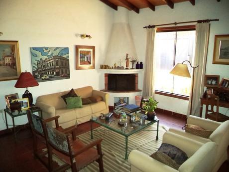 Hermosa Casa Como Nueva Y A Pasos De La Avda. Laguna Grande!