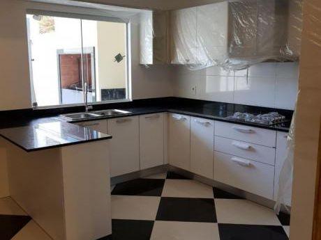 Vendo Casa A Precio De Duplex! 3 Suites A Estrenarr!! 320.000usd