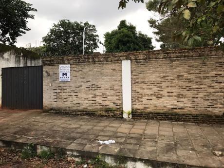 Casa De 420 M2 En El Centro De Lambaré
