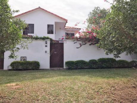 Hermosa Casa En Venta En Av. Roca Y Coronado