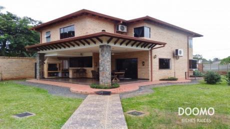 En Luque, Preciosa Casa Muy Amplia Y Segura!!