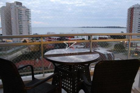 Apartamento 2 Dorm Y Dep., Punta Del Este, Playa Mansa, Venta