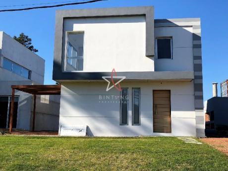 Casa, 2 Dormitorios, 1 Baño + Toilette, Punta Del Este, Venta