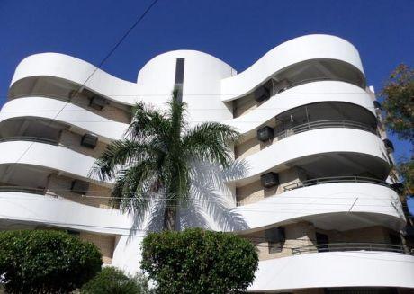Alquilo Departamento De 2 Dormitorios Con Area De Servicio En Barrio Obrero