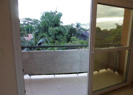 Alquilo Amplio Departamento De 2 Dormitorios En Barrio Manora