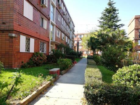 Apartamento A La Venta De 2 Dormitorios En Complejo Zapicán