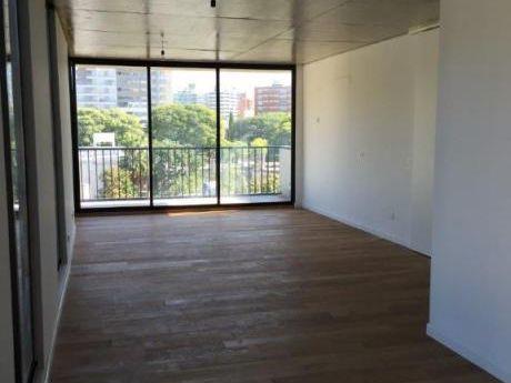 Excelente Apartamento, Muy Moderno, En Punta Carretas.