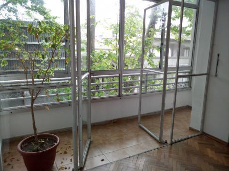 Ambientes Amplios Con Balcón.