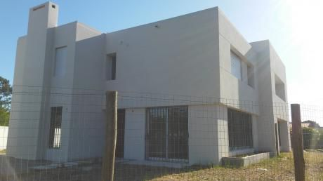 Venta Barra De Carrasco 3 Dorm. 3 Baños, Parrillero + Terreno