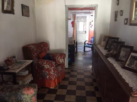 Casa De 2 Dormitorios, Interesante Propuesta En El Centro De Young
