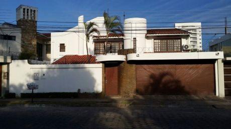 Hermosa Casa  Zona Urbari