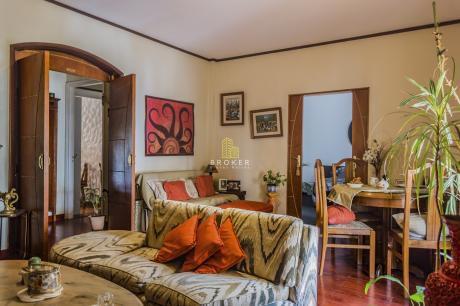 Apartamento De 2 Dormitorios Mas Servicio En Pocitos Con Estufa A Leña
