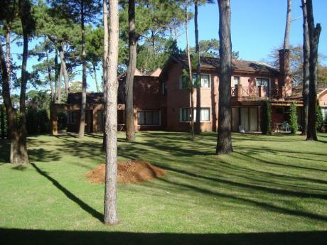 Casa En Venta Punta Del Este - Cantegril - 2.441 M2 De Terreno - 7 Dorm.