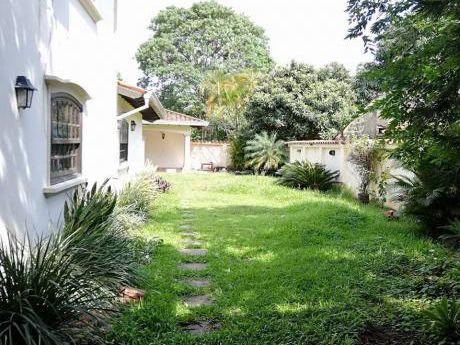 Alquilo Casa Zona Recoleta / Villa Morra