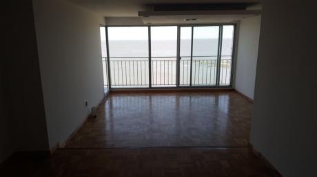 Alquila Apartamento En  Punta Carretas  3 Dormitorios