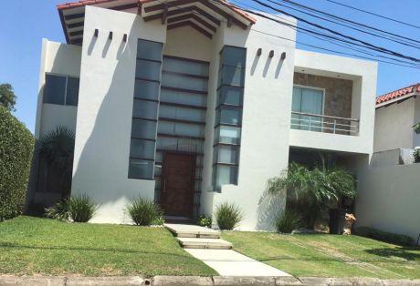 Casa En Alquiler Zona Norte 6to Anillo