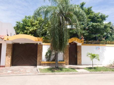 Av. Santos Dumont  $us. 220,000 Casa En Venta
