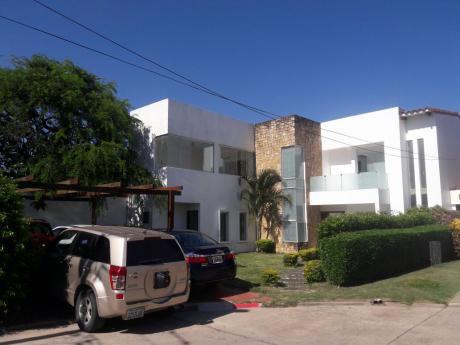 Casa En Anticretico En Condominio Barcelo En Zona Norte