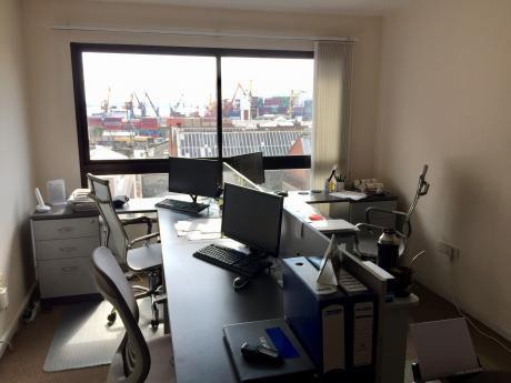 Oficina En El Corazón De Ciudad Vieja - Porteria 24hs.