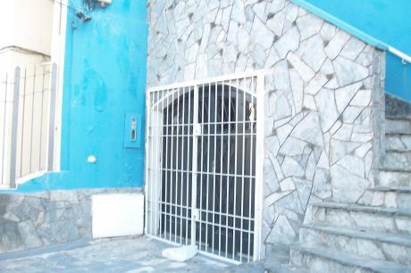 #casa Pocitos Toda En Planta Baja Con Garage