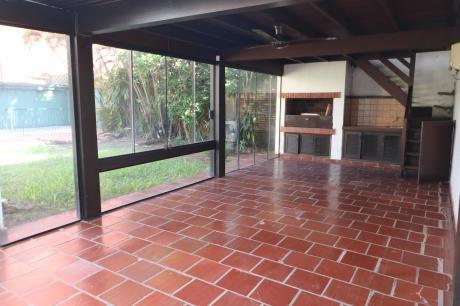 Alquilo Casa Barrio Villa Morra